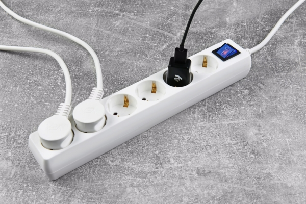 Мережевий фільтр 2Е на 6 розеток з вимикачем 3G1.0, 3м, білий